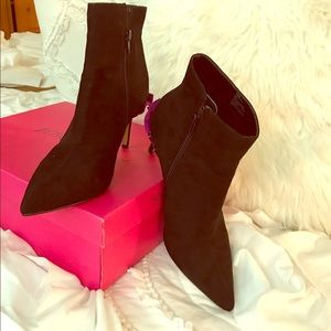 NWT Betsey Johnson black suede booties